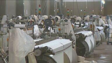Indústria têxtil de Americana sofre com alta taxa de impostos e encargos trabalhistas - Empresários reclamam dos impostos e encargos trabalhistas, que impediriam o crescimento e geração de empregos. Fábricas chegam a fechar as portas por conta das complicações.