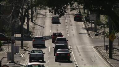 Aumenta o número de motoristas com a CNH suspensa ou cassada no Paraná - E com tanta gente desrespeitando as leis de trânsito, o jeito é procurar os cursos de reciclagem, para voltar a dirigir