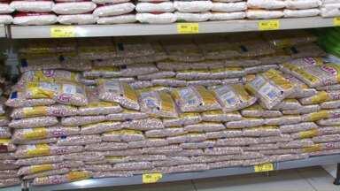Feijão está mais barato nos supermercados - O preço acumulados nos últimos 12 meses caiu por conta de uma produção recorde. Mas a previsão é de aumento nos preços a partir de agora.