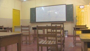 Polícia procura por grupo responsável por arrastão em escola - A polícia ainda não identificou o grupo responsável por um arrastão numa escola no quilômetro 9, na tarde desta quinta-feira. Os homens estavam encapuzados e armados com facas e terçados.