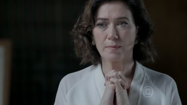 Helena avisa a Maria Marta que José Alfredo vai para o Monte Roraima com Maria Ísis - Marta teme que roubo de diamante seja descoberto