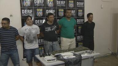 No AM, grupo suspeito de roubar R$ 680 mil de banco é preso - Seis integrantes da quadrilha foram presos em diferentes pontos de Manaus. Suspeitos invadiram banco após bloquearem avenida com dois ônibus.