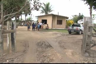 Índios pataxós bloqueiam estrada em manifestação no Sul da Bahia - Eles protestam contra prisão de índio acusado de cometer um crime na região.