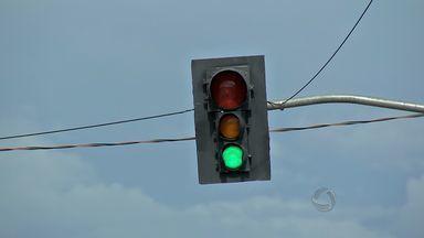 Ruas de Cuiabá ganharão reforço na fiscalização - As ruas da capital deverão ganhar reforço na sinalização com semáforos em pontos de trânsito intenso.