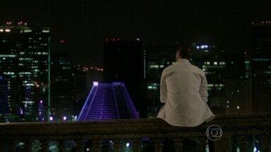 Vicente fica pensativo - Cristina lembra do amado