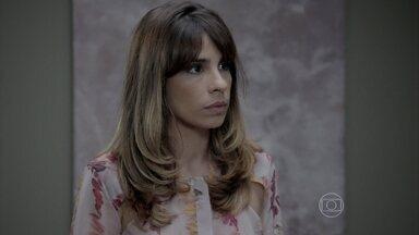Danielle provoca Maria Marta - José Pedro desconfia que o José Alfredo sabe do acordo que Maria Marta fez com os filhos