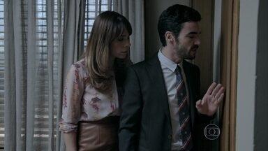 José Pedro e Danielle escutam a conversa de Maria Marta e José Alfredo - O Comendador se recusa a largar Isis e Marta fica triste. Ele avisa os filhos que vai marcar uma reunião na empresa para dar explicações