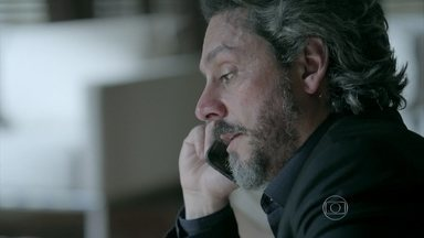 José Alfredo garante a Isis que tudo vai dar certo - Ela recebe uma ligação de número desconhecido