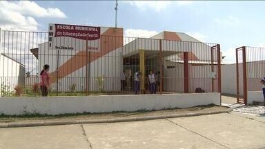 Homem mata uma pessoa em escola infantil de Jacareí - Um homem de 28 anos foi morto a tiros dentro de uma escola infantil em Jacareí, no interior de São Paulo. A mãe de um aluno também foi atingida por um tiro de raspão no braço. O suspeito foi preso.