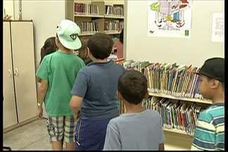 Crianças de Arujá participam de projeto de incentivo à leitura em biblioteca da cidade - As crianças foram embora às 8h da manhã deste sábado.