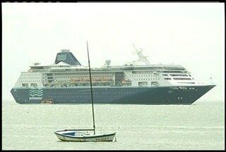 Temporada de Transatlânticos está aberta em Búzios, no RJ - Mais de 300 mil turistas vão passar pela cidade até abril.
