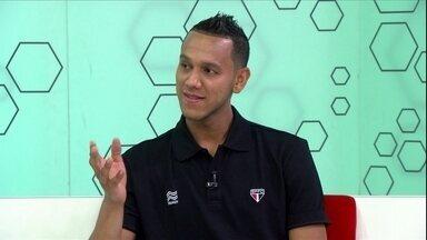 Kardec revela que Souza aplica botox nas axilas para nao suar - Atacante entrega companheiro de São Paulo durante o Bem, Amigos!