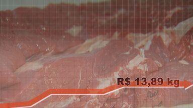Carne bovina de segunda tem aumento de 30% - Peças como acém, patinho e músculo que serviam como alternativa na cozinha sofreram elevação nos preços.