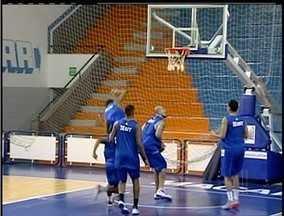 Macaé Basquete se prepara para primeiro jogo em casa no NBB - Macaé Basquete se prepara para primeiro jogo em casa no NBB.