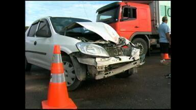 Acidente deixa um ferido e causa congestionamento no distrito industrial - O congestionamento foi de mais de três quilômetros.