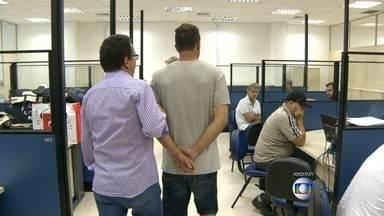 Polícia prende mais um integrante de quadrilha que clonava cartões no RJ - Mais um integrante da quadrilha que clonava cartões de crédito foi preso. Marcos dos Santos Pereira Passos, conhecido como Bafana, foi detido pela Polícia Militar.