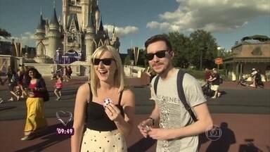 Já pensou ser pedida em casamento na Disney? - Nossas câmeras flagraram um pedido romântico