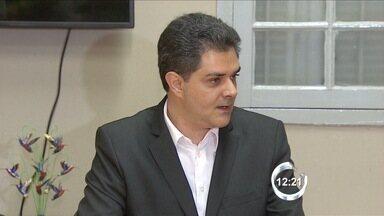 Em coletiva, prefeito de Taubaté volta a rebater acusação de fraude na FDE - Ortiz Jr. aponta contradições na decisão sobre a cassação de seu mandato. Defesa do tucano aguarda julgamento do embargo para recorrer ao TSE.