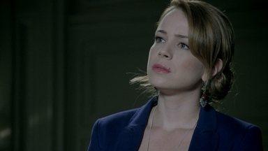 Cristina pressiona José Pedro - Eles descobrem que o Comendador adiou a reunião