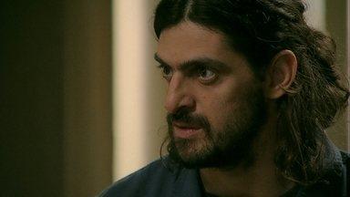 Jairo chega à casa de Cora como diamante - O rapaz exige queela cumpra a parte noacordo que fez com ele