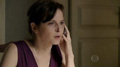 Cora pede a Jairo que investigue mais sobre Cardoso - A moça ameaça o rapaz caso ele não consiga mais informações