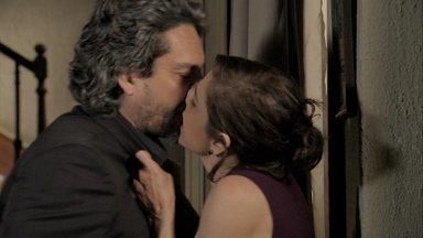 Cora beija José Alfredo em Império - Reveja o clima que rolou entre os dois