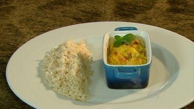 Aprenda como fazer um frango à moda indiana - Prato é barato, fácil de fazer e serve três pessoas.