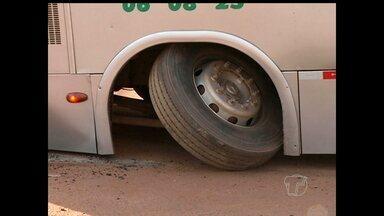 Passageiros reclamam das condições do transporte coletivo em Santarém - Setrans diz que 70% dos ônibus estão comprometidos.