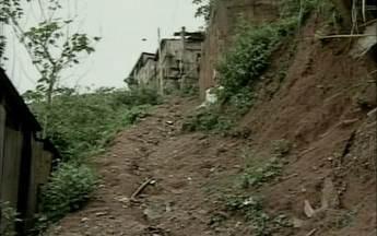 Moradores pedem calçamento no bairro Santo Antônio, em Colatina, ES - O ESTV 1ª Edição começou a cobrar a prefeitura em janeiro de 2013.Segundo a prefeitura, obra só vai ser incluída no orçamento de 2015.