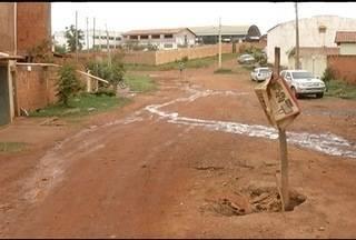Moradores de Montes Claros reclamam dos critérios de prioridade para asfaltamento - Alguns bairros antigos não foram beneficiados nesta primeira etapa de asfaltamento.