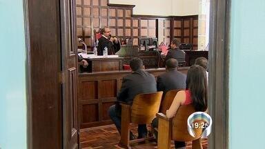 Acusado de matar metalúrgico a marretadas em Taubaté vai a júri - Jean Carlos de Araújo Silva é acusado de matar a marretadas o metalúrgico Wilton Lopes da Silva.