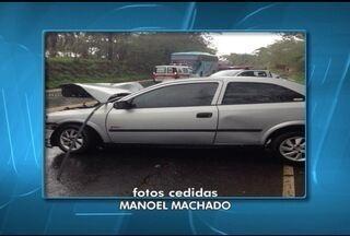 Três pessoas ficam feridas em acidente próximo ao trevo de Brasília de Minas - Dois carros bateram de frente.