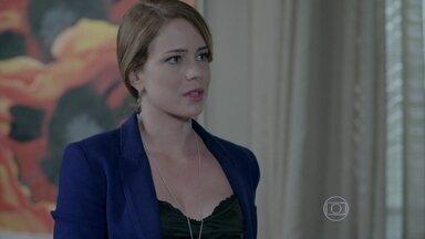 Cristina questiona Valquíria sobre o estado de saúde de Du - Ela interrompe uma conversa dos funcionários e avisa a secretária que já está indo embora