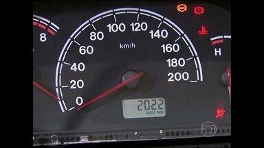 De cada 10 veículos comprados, 7 têm quilometragem modificada - Ana Maria aborda a questão da adulteração de velocímetro de carros