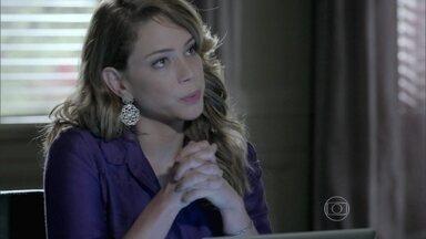 Cristina tenta descobrir o que Cora conversou com José Alfredo - Ela explica que não pediu dinheiro