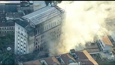 Incêndios tumultuam Centro e Zona Portuária do Rio - As chamas não deixaram feridos, no entanto, os estragos foram grandes. Na Saara, a fumaça atingiu uma universidade, que precisou suspender as aulas. Em outro incêndio, na Gamboa, moradores precisaram deixar suas casas às pressas.