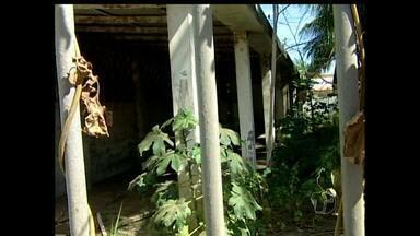 Em Alenquer, prédio abandonado causa preocupação entre os moradores - Prédio está servindo de esconderijo de bandidos, e moradores denunciam assaltos no local.