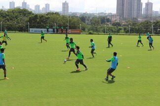 Goiás treina para jogo contra a Chapecoense - Técnico Ricardo Drubscky comanda primeiro treino com bola na semana e estuda opções para as vagas de Amaral, Thiago Mendes, Jackson e Samuel.