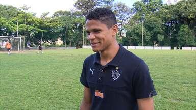 Douglas Santos comemora bom trabalho na lateral-esquerda do Atlético-MG - Setor vinha enfrentando dificuldades há muito tempo