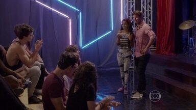 Sol comemora o novo clipe da banda - João se ofende com os comentários da cantora