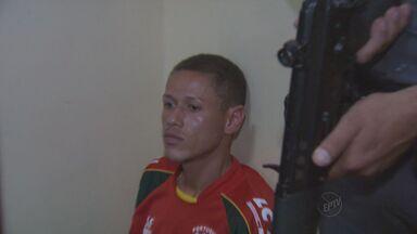 Preso com metralhadora em Ribeirão é suspeito de atear fogo em caseiro - Homem detido no calçadão foi identificado na delegacia.