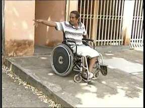 Deficientes físicos reclamam da falta de acessibilidade em Governador Valadares - Na cidade cerca de 70 mil pessoas têm algum tipo de necessidade especial.