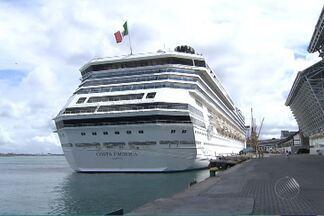 Três mil turistas chegaram a Salvador nesta quarta (3) em um navio - Nesta época do ano, aumenta o número de cruzeiros lotados de visitantes.