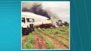 Caminhão de Usina pega fogo em Pérola - O telespectador Gustavo Pacheco fez as imagens e mandou para a gente.