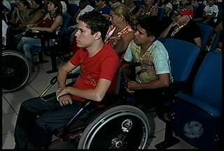 Hoje é comemorado o Dia Internacional da Pessoa com Deficiência - Em Petrolina, foi realizada uma audiência pública para buscar soluções sobre os obstáculos nas calçadas que dificultam a acessibilidade