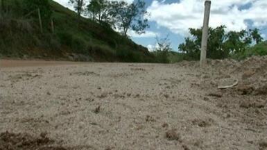 Obra de mais de R$ 4,5 milhões está parada há mais de 3 meses, no Sul do ES - Asfaltamento de trecho com cerca de 11 quilômetros não está sendo realizado. Empresa responsável abandonou o serviço.