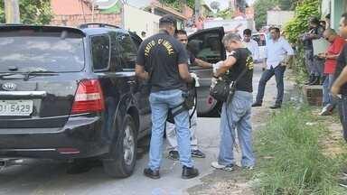 Dois corpos são encontrados no bairro Flores, em Manaus - Uma das vítimas foi morta com seis tiros na cabeça, diz policial. Polícia não tem informações sobre suspeitos do homicídio.