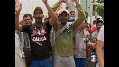 Trabalhadores da construção civil de Caruaru estão em greve - Paralisação é por tempo indeterminado.