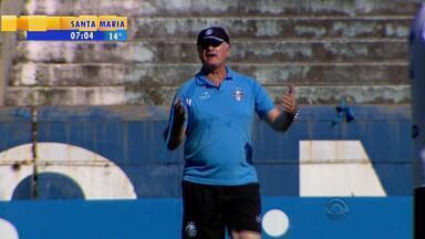 Reservas 'de colete' causam dúvidas sobre o time titular do Grêmio contra o Flamengo - Tendência é de que o técnico gremista teste alguns jogadores da base do Grêmio