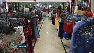 Lojas criam vagas de emprego temporário durante a alta estação - Postos nos setores do comércio e serviço são os mais ofertados.